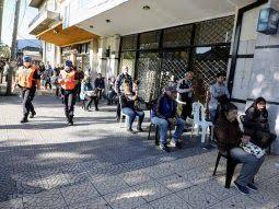 Los bancos operaron con mayor aislamiento social este sábado en provincia.